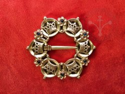 BR-11F Brooch with crowns - with sapphires